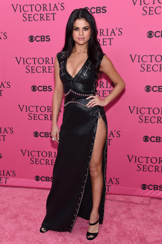 """W sieci pojawiła się pierwsza zapowiedź nowego serialu Netflixa, """"13 Reasons Why"""", którego producentką wykonawczą jest Selena Gomez."""