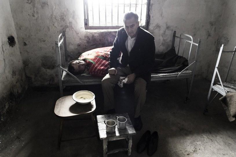 """""""Po co mamy zajmować się upamiętnianiem jakichś harcerzyków, którzy zapomnieli, że się wojna skończyła?"""" - pyta posłanka w programie telewizyjnym. Reżyser Konrad Łęcki i Fundacja """"Między Słowami"""" aktora Marcina Kwaśnego przedstawiają zwiastun pierwszej, niezależnej produkcji o Żołnierzach Niezłomnych pt. """"Wyklęty"""". To film o brutalnych czasach, niedocenionych bohaterach targanych dylematami i sporze o historię, a także osamotnieniu, trudnej miłości i dramatach rodzin podziemia antykomunistycznego."""