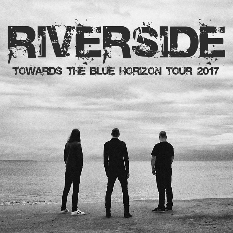 """Pod koniec kwietnia ruszy trasa """"Towards The Blue Horizon Tour"""" grupy Riverside. Tym samym warszawski zespół ogłosił, że powraca do aktywności scenicznej po śmierci gitarzysty Piotra Grudzińskiego."""