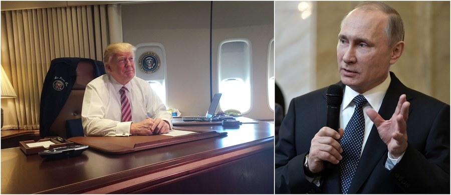 Prezydent Rosji Władimir Putin przeprowadzi jutro pierwszą rozmowę telefoniczną z nowym przywódcą Stanów Zjednoczonych Donaldem Trumpem - potwierdził rzecznik Kremla Dmitrij Pieskow w rozmowie z agencją TASS. Co więcej, minionej nocy za Oceanem pojawiły się doniesienia, że Trump ma już gotowy dekret ws. zniesienia sankcji nałożonych na Rosję. O tej sprawie ma rzekomo rozmawiać jutro nie tylko z Putinem, ale i kanclerz Niemiec Angelą Merkel.