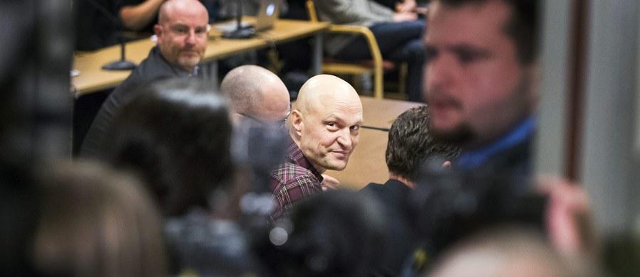 Prokuratura żąda trzech miesięcy więzienia dla dziennikarzy szwedzkiej telewizji za przeszmuglowanie przez Europę syryjskiego chłopca. Miało do tego dojść kilka lat temu podczas kręcenia filmu dokumentalnego o sytuacji syryjskich uchodźców, którzy dotarli do Grecji. W Malmoe ruszył proces dziennikarzy. Sprawa budzi zainteresowanie światowych mediów.