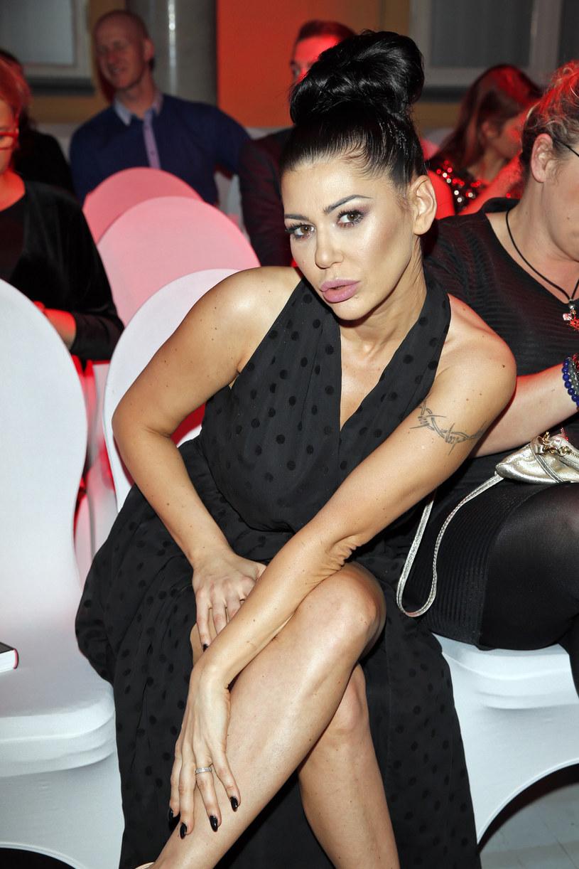 """W ramach promocji swojej eurowizyjnej piosenki """"Alone"""" Iwona Węgrowska wystąpiła w programie """"Pytanie na śniadanie"""". Wokalistka zaliczyła jednak solidną wpadkę z playbackiem."""