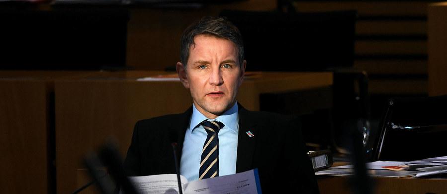 Parlament Turyngii wykluczył tamtejszego szefa frakcji Alternatywy dla Niemiec (AfD) Bjoerna Hoeckego w uroczystości upamiętniającej ofiary nazizmu. Hoecke został poinformowany, że jego obecność byłaby odebrana jako prowokacja.