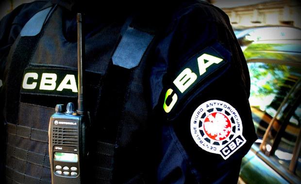 CBA zawiadomiła prokuraturę o podejrzeniu nadużycia uprawnień lub niedopełnienia obowiązków w 2013 roku przy zleceniu z wolnej ręki firmie Hewlett-Packard opieki serwisowej przez byłego prezesa ZUS Zbigniewa D., byłego członka zarządu i dwoje pracowników Zakładu.
