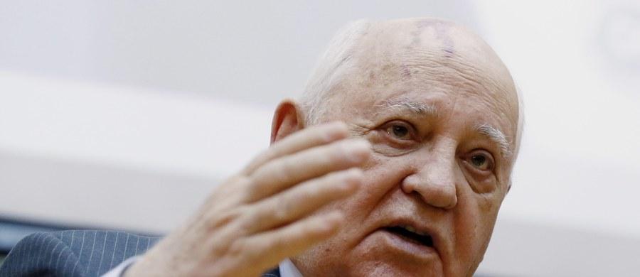 """Były prezydent ZSRR Michaił Gorbaczow uważa, że przywódcy Rosji i USA Władimir Putin i Donald Trump powinni wystąpić z inicjatywą przyjęcia rezolucji przez Radę Bezpieczeństwa ONZ o niedopuszczalności wojny jądrowej. """"Dzisiaj na świecie znów mówi się o realności zagrożenia jądrowego. Stosunki między wielkimi państwami pogarszają się już od kilku lat"""" - podkreślił Gorbaczow w artykule opublikowanym w rządowej """"Rossijskiej Gaziecie""""."""