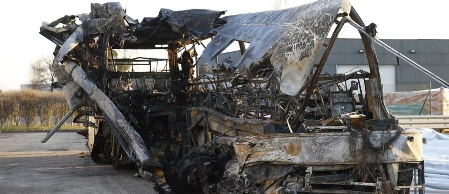 Przeciwko kierowcy węgierskiego autokaru, w którego katastrofie koło Werony we Włoszech 20 stycznia zginęło 16 osób, toczy się śledztwo w sprawie zabójstwa drogowego - podała w poniedziałek Ansa. Dopiero teraz ustalono, że osoba, która była za kierownicą, żyje.
