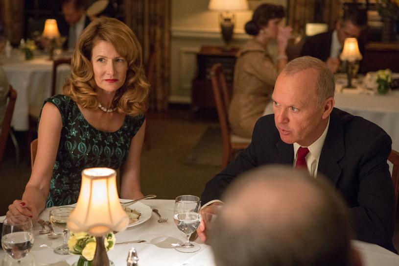"""3 lutego do kin trafi """"McImperium"""", film opowiadający o początkach potęgi amerykańskiej sieci McDonald's. Raya Kroca, który przeszedł do historii jako twórca światowego zasięgu tej marki, zagrał Michael Keaton (""""Batman"""", """"Spotlight"""", """"Birdman""""). W jego żonę Ethel wcieliła się Laura Dern (""""Dzikość serca"""", """"Jurassic Park"""")."""