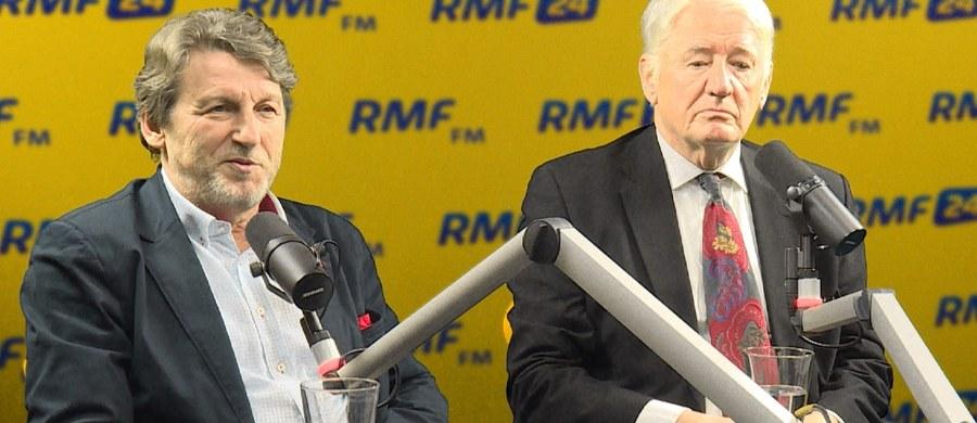 """""""Trzeba wziąć pod uwagę, że Lech Wałęsa współpracował z SB. Musi jeszcze trochę czasu minąć, muszę zobaczyć te ekspertyzy, na czym one się opierały. Nie wiem, czy grafolodzy, którzy to wszystko badali, dali się nabrać"""" - powiedział w Popołudniowej rozmowie w RMF FM Zbigniew Janas. Były poseł dodał: """"To, że Lechu coś podpisał, to mówił. Tutaj to jest poważniejsza sprawa. Mając do tego pewien dystans trudno jest Lecha Wałęsę w tej sprawie bronić"""". Zbigniew Janas podkreślił także, że Wałęsa to twardy facet, źle traktował ludzi, ma całą masę wrogów. """"Moje środowisko też było przez niego traktowane z buta, więc my mielibyśmy powód, żeby mu przywalić"""" - powiedział były poseł. Drugi z gości Marcina Zaborskiego - Krzysztof Wyszkowski - dodał: """"Mam wiele przesłanek mówiących o tym, że Lechem Wałęsa kierowały komunistyczne służby bezpieczeństwa. Lech Wałęsa zgłosił się do mnie z propozycją współpracy, z programem wysadzania komend milicji. Tłumaczyłem mu, że to nie jest nasza metoda walki""""."""