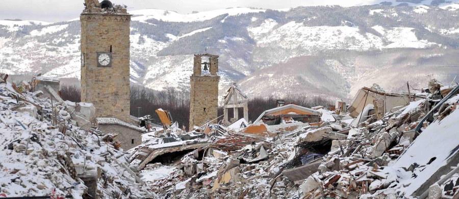 """Po seriach wstrząsów sejsmicznych w środkowych Włoszech w ostatnich miesiącach znacznie spadła liczba turystów w tej części kraju. Dotyczy to także rejonów, które nie ucierpiały. """"Jeśli chcecie pomóc, przyjeżdżajcie do nas na wakacje"""" - apelują lokalne władze."""