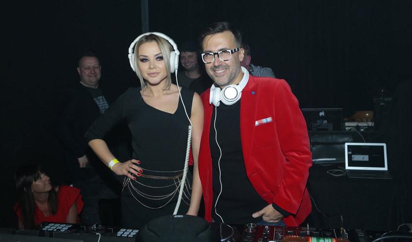 DJ Adamus kibicuje didżejskiej karierze Oli Ciupy. Jego zdaniem modelka ma do tego wszelkie predyspozycje: kocha muzykę, ma poczucie rytmu, jest ładna i pracowita. DJ Adamus uważa, że już teraz jest lepsza niż wielu męskich didżejów.