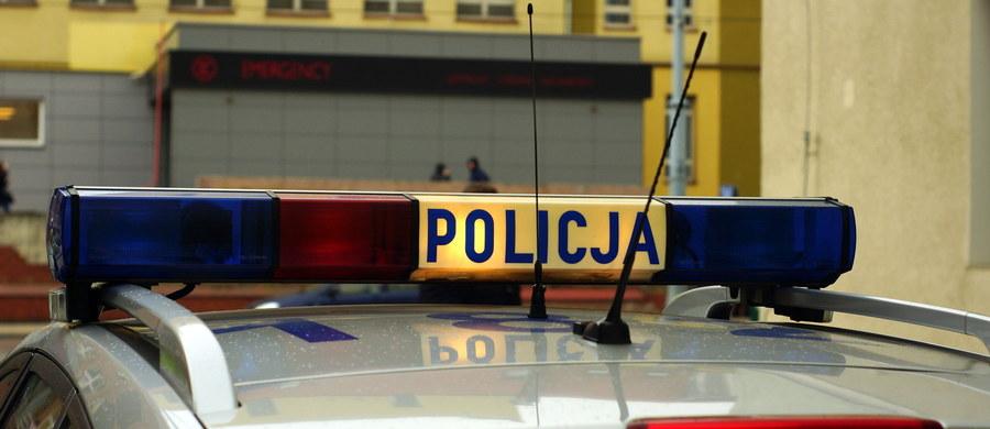 30-letni mężczyzna wyskoczył z okna na pierwszym piętrze Komendy Powiatowej Policji w Sokołowie Podlaskim. Informację o tym zdarzenia dostaliśmy na Gorącą Linię RMF FM.