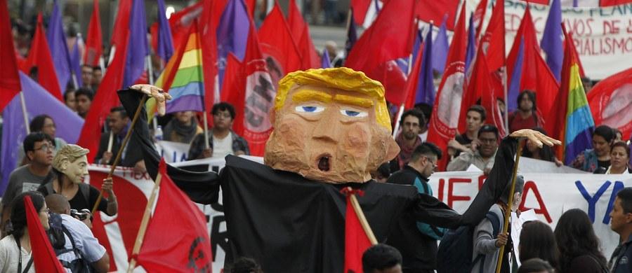 Dekret prezydenta USA Donalda Trumpa ws. budowy muru na granicy z Meksykiem ożywia patriotyzm Meksykanów - pisze agencja AFP. Obywatele tego kraju m.in. ustawiają flagę Meksyku jako zdjęcie profilowe w internecie i wzywają do bojkotu amerykańskich produktów.