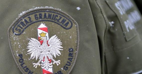 Ciało emerytowanego funkcjonariusza Straży Granicznej znaleziono w domu w miejscowości Cisna na Podkarpaciu. 48-latek miał cztery rany postrzałowe.