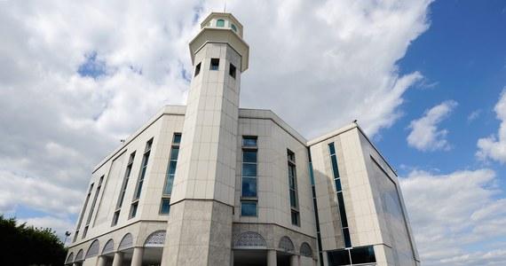 Ponad 150 meczetów na terenie Wielkiej Brytanii otworzyło podwoje dla osób innych wyznań, chcąc walczyć z negatywnym postrzeganiem islamu i narastającą islamofobią.