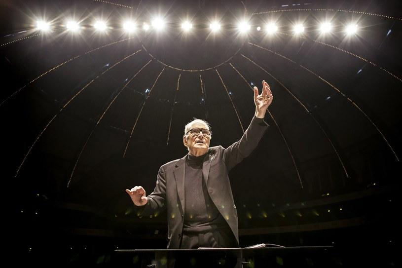 """Wybitny włoski muzyk Ennio Morricone, nagrodzony Oscarem za całokształt twórczości, wystąpi w poniedziałek, 6 lutego, w Tauron Arenie Kraków. Koncert jest częścią europejskiej trasy """"60 years of music world tour"""", zorganizowanej z okazji 60-lecia pracy artysty."""