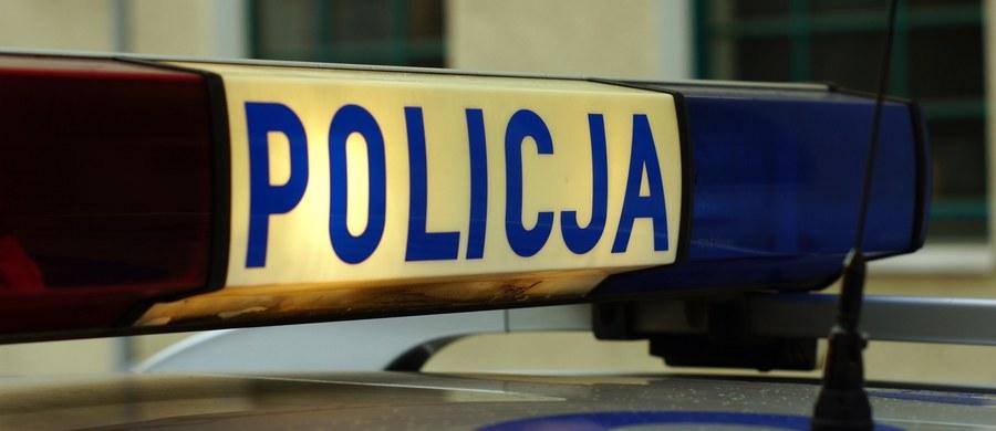 Pościg za kierowcą skradzionego land rovera koło Cedyni w Zachodniopomorskiem. Po tym, jak mężczyzna nie zatrzymał się do kontroli drogowej, ujęli go wspólnie polscy i niemieccy policjanci.  Informację o tym zdarzeniu dostaliśmy na Gorącą Linię RMF FM.