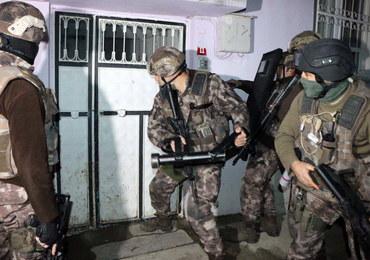Zatrzymano prawie 750 osób podejrzanych o współpracę z ISIS