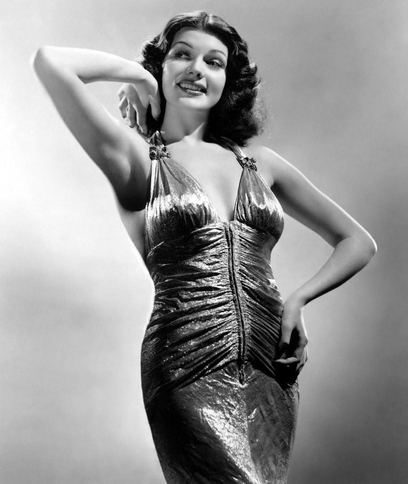 """Nie każdy aktor zgadzał się z nią grać, bo usuwała partnerów w cień. Po sukcesie """"Gildy"""" kobiety chciały wyglądać jak ona, a ich mężczyźni marzyli, by ją poznać. Tymczasem okrzyknięta symbolem seksu Rita Hayworth w rzeczywistości była krucha, wrażliwa i pełna kompleksów. Jej burzliwe życie to materiał na wielki, ale smutny film."""