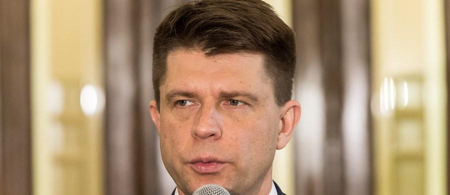 """Gdy dojdziemy do władzy, rządy musimy zacząć od """"depisyzacji"""" - powiedział na poniedziałkowym spotkaniu z mieszkańcami Opola lider Nowoczesnej, Ryszard Petru."""