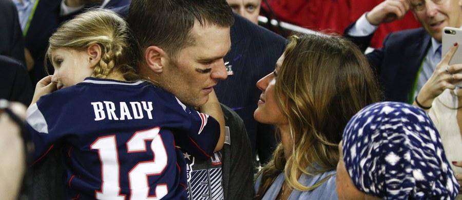 Najbardziej wartościowy zawodnik Super Bowl 39-letni Tom Brady, choć cieszy się z piątego mistrzostwa NFL z New England Patriots, to jego radość jest przygaszona przez stratę koszulki, w której grał w finale. Jego ekipa pokonała po dogrywce Atlanta Falcons 34:28.
