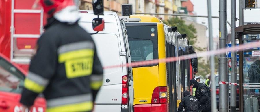 Dolnośląski wydział Prokuratury Krajowej oskarżył 22-letniego studenta Pawła R. o podłożenie w maju ubiegłego roku ładunku wybuchowego w autobusie we Wrocławiu. Mężczyźnie grozi dożywocie.