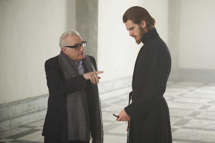 """""""Milczenie"""" to dla Martina Scorsese projekt życia - przygotowywał się do niego prawie 30 lat, z ogromnym poświęceniem, które udzieliło się również aktorom. Producenci """"Milczenia"""" przyznali, że dla tego projektu Scorsese zdecydował się na kroki, których nie podjął przy żadnym z wcześniejszych filmów. Zrezygnował m.in. ze swojej gaży, a w ślad za nim poszła trójka głównych aktorów - Andrew Garfield, Adam Driver i Liam Neeson, którzy zagrali za minimalne stawki."""