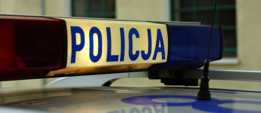 """Komenda Stołeczna Policji przygotowała specjalny film pod tytułem """"Zwolnij Tempo"""", zawierający porady dotyczące bezpiecznej jazdy dla osób udających się na ferie."""
