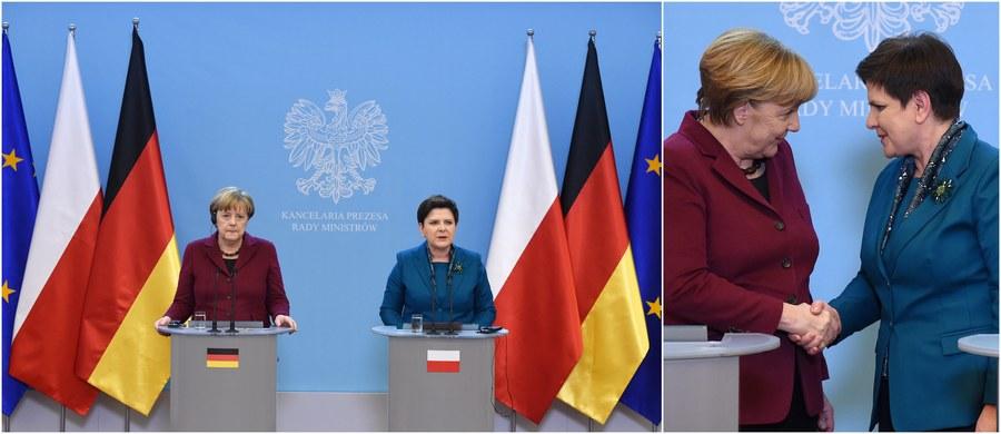 """""""Rozmawiałyśmy o tym, że rząd Polski prowadzi konsultacje z Komisją Europejską ws. praworządności. (…) Wiemy, jak ważne są pluralistyczne społeczeństwa, niezależne media i wymiar sprawiedliwości. (…) Ucieszyłam się bardzo, kiedy usłyszałam, że Polska odpowie na pytania Komisji Europejskiej i Komisji Weneckiej"""" - mówiła kanclerz Niemiec Angela Merkel po rozmowie z premier Beatą Szydło na wspólnej konferencji prasowej w Warszawie. Jak poinformowała natomiast szefowa polskiego rządu, w czasie rozmowy podkreśliła m.in., że """"dla Polski nie do zaakceptowania jest realizacja inwestycji Nord Stream2""""."""