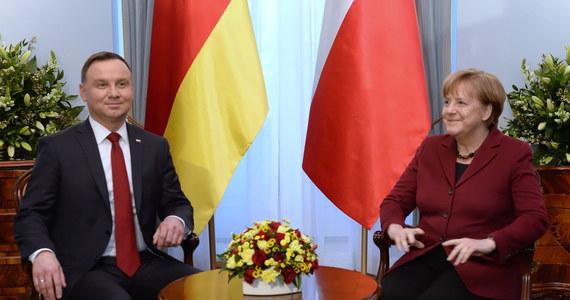 Andrzej Duda przyjął w Pałacu Prezydenckim niemiecką kanclerz Angelę Merkel. Głównymi tematami rozmów były relacje transatlantyckie, przyszłość Unii Europejskiej oraz konflikt na Ukrainie - przekazał prezydencki minister Krzysztof Szczerski.