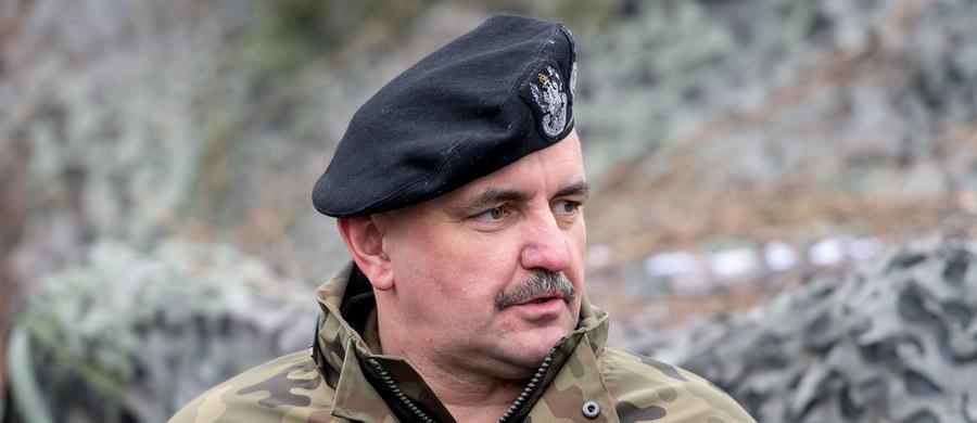 Obecny dowódca 11 Lubuskiej Dywizji Kawalerii Pancernej gen. dyw. Jarosław Mika obejmie stanowisko dowódcy generalnego rodzajów sił zbrojnych - poinformowało Biuro Bezpieczeństwa Narodowego. Dotychczasowy dowódca generalny gen. broni Mirosław Różański został odwołany z końcem stycznia.