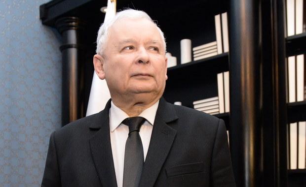 """""""Spotkanie odbyło się w dobrej atmosferze. Wydaje mi się, że ta dzisiejsza wizyta pani kanclerz przyniesie dobre rezultaty"""" - powiedział prezes PiS Jarosław Kaczyński po spotkaniu z kanclerz Niemiec Angelą Merkel w Warszawie. Jak ujawnił, rozmowa dotyczyła Brexitu i przyszłości Unii Europejskiej."""