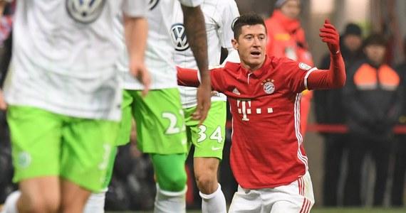 Broniący trofeum piłkarze Bayernu Monachium awansowali do ćwierćfinału Pucharu Niemiec. Pokonali przed własną publicznością VfL Wolfsburg 1:0. Robert Lewandowski rozegrał cały mecz w barwach gospodarzy, a Jakub Błaszczykowski był rezerwowym gości.