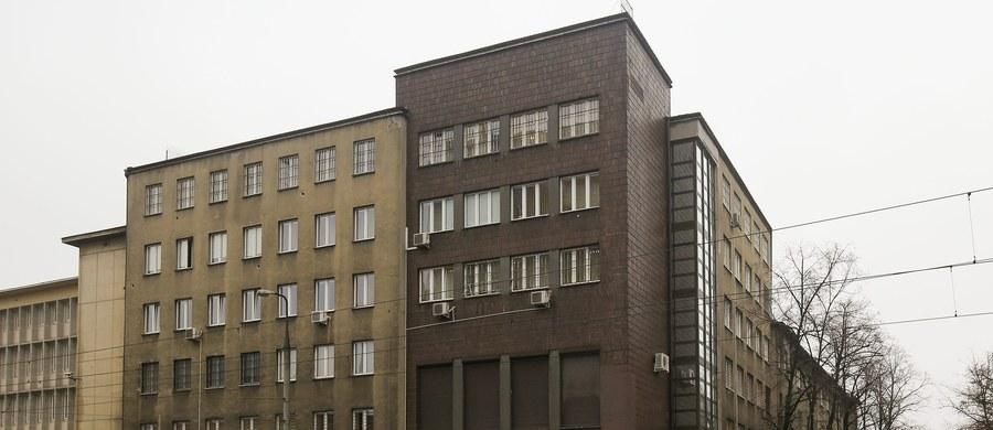 Sąd zmienia decyzję prokuratury - jest śledztwo w sprawie nocnego wejścia do Centrum Eksperckiego Kontrwywiadu NATO. Dostaliśmy decyzję Sądu Okręgowego w Warszawie usłyszał nasz reporter Grzegorz Kwolek w Prokuraturze Okręgowej.