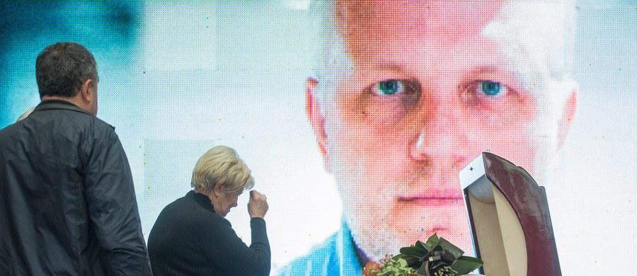 Śledczy pracujący nad morderstwem prominentnego dziennikarza Pawła Szeremeta w Kijowie wciąż nie wykluczają wersji politycznego zabójstwa na zlecenie Rosjan - powiedział minister spraw wewnętrznych Ukrainy Arsen Awakow. Szeremet zginął w 20 lipca 2016 roku w eksplozji samochodu w Kijowie