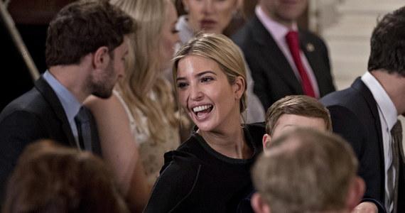 Prezydent USA Donald Trump uznał za niesprawiedliwą decyzję amerykańskiej sieci luksusowych sklepów Nordstrom o zaprzestaniu sprzedaży linii odzieży, butów i dodatków sygnowanych przez jego córkę, Ivankę Trump. Prezydent skrytykował firmę na Twitterze.