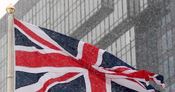 Brytyjska Izba Gmin, niższa izba parlamentu, poparła w trzecim czytaniu rządowy projekt ustawy upoważniającej premier Theresę May do rozpoczęcia procedury wyjścia z Unii Europejskiej. Dokument zostanie skierowany do dalszych prac w Izbie Lordów.