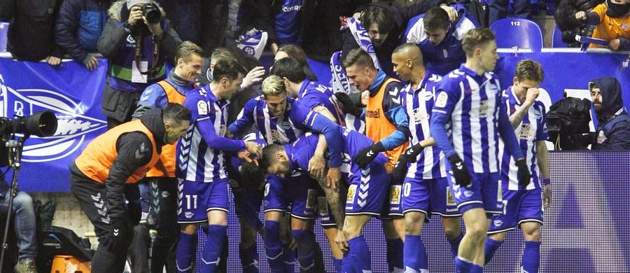 Piłkarze Alaves po raz pierwszy w historii awansowali do finału Pucharu Hiszpanii, w którym zmierzą się z broniącą trofeum Barceloną. W środę wygrali u siebie z Celtą Vigo 1:0, zaś tydzień wcześniej w Galicji padł bezbramkowy remis.