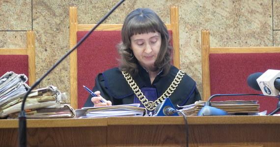 Krakowski sąd nie uwzględnił wniosków o wyłączenie sędzi Agnieszki Pilarczyk z rozpoznawania sprawy czterech lekarzy oskarżonych w sprawie śmierci Jerzego Ziobry - ojca ministra sprawiedliwości i prokuratora generalnego. Informację przekazała w piątek sędzia Pilarczyk na początku rozprawy. Wnioski rozpatrywał inny skład sędziowski.