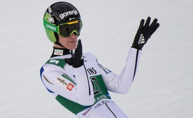 Słoweniec Peter Prevc wygrał kwalifikacje do jutrzejszego konkursu Pucharu Świata w skokach narciarskich w japońskim Sapporo. Drugie miejsce zajął Francuz Vincent Descombes Sevoie, a trzecie Jan Ziobro. W zawodach wystąpi sześciu Polaków.