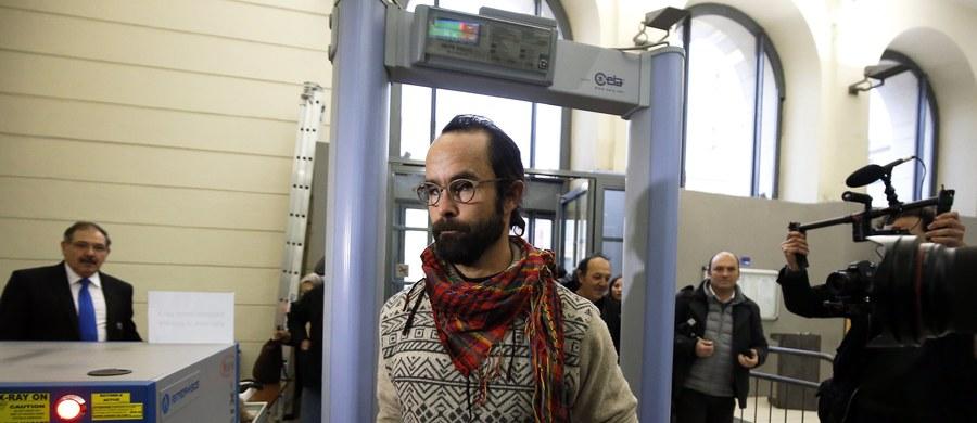 Cedric Herrou - rolnik z południa Francji, który pomógł grupie migrantów, został skazany na grzywnę w wysokości 3 tys. euro. Mężczyzna uważa, że jego działanie było przejawem postawy humanitarnej, a nie przestępstwem. Twierdzi też, że pomaganie uchodźcom jest obywatelskim obowiązkiem.