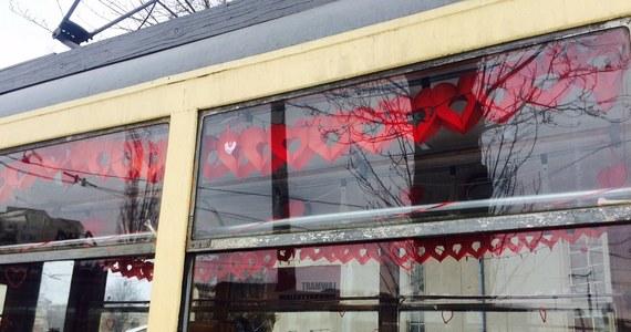 Zabytkowy, miłosny i muzyczny tramwaj wyjedzie na ulice Łodzi w Święto Zakochanych. W tym walentynkowym pojeździe pary znajdą romantyczną atmosferę, a poszukujący miłości - być może ją odnajdą.