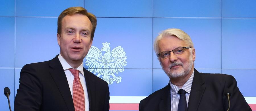 """Wspólne projekty energetyczne z udziałem Polski i Norwegii, w tym zwłaszcza Baltic Pipe, oraz sytuacja norweskiej Polonii znalazły się wśród głównych tematów rozmów szefa MSZ Polski Witolda Waszczykowskiego z jego norweskim odpowiednikiem Borgem Brendem. """"Polskę i Norwegię łączy wielki projekt połączenia gazowego przez Danię (Baltic Pipe), który, mam nadzieję, w ciągu 5-6 lat zostanie wykonany"""" - powiedział w piątek szef polskiego MSZ."""