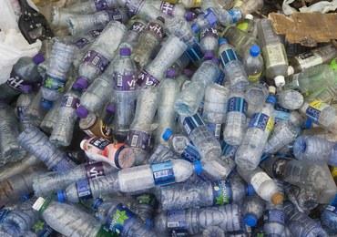 """Ogromna """"śmieciowa wyspa"""" dryfuje u wybrzeży Tajlandii"""