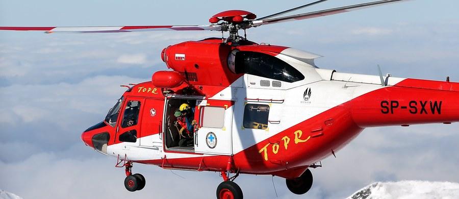 Poważny wypadek w Tatrach - w okolicach Zawratu turysta spadł z dużej wysokości. Nieprzytomnego mężczyznę przetransportował do szpitala śmigłowiec.