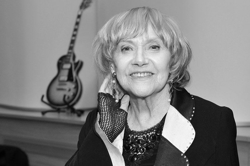Nie żyje Krystyna Sienkiewicz. Aktorka estradowa, teatralna, filmowa i telewizyjna, artystka kabaretowa, pisarka i plastyczka, wielka miłośniczka zwierząt. Zmarła w niedzielę, 12 lutego, w Warszawie, dwa dni przed swoimi 82. urodzinami.
