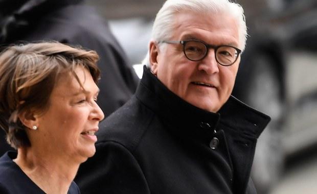 Frank-Walter Steinmeier dziś oficjalnie zostanie wybrany prezydentem Niemiec. Kandydatów jest pięciu, ale nazwisko zwycięzcy znamy od dwóch miesięcy. Zaskoczenia nie będzie, bo to nie są wybory powszechne. Głosy oddadzą tylko parlamentarzyści i specjalni delegaci, wśród których nie brakuje gwiazd sportu i kultury.