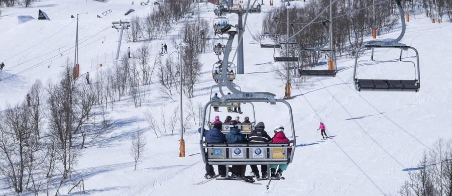 Od początku ferii na podtatrzańskich stokach narciarskich doszło do 960 wypadków, jeden z niech był śmiertelny – poinformował w niedzielę ratownik TOPR Andrzej Marasek. Ratownicy odnotowali wzrost liczby wypadków na stokach o 30 proc. w stosunku do analogicznego okresu ubiegłego roku.