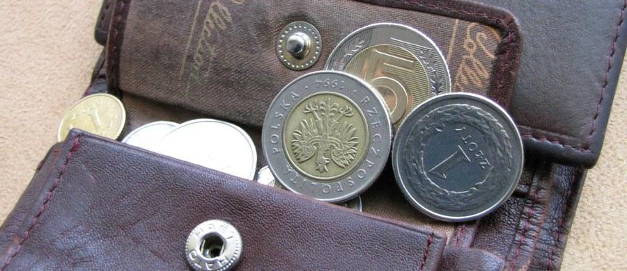 """Ponad jedna trzecia Polaków ukrywa swoje wydatki przed partnerem - wynika z najnowszego raportu Biura Informacji Kredytowej. Więcej niż co dziesiąty z nas zadłuża się w tajemnicy przed swoją """"drugą połówką""""."""