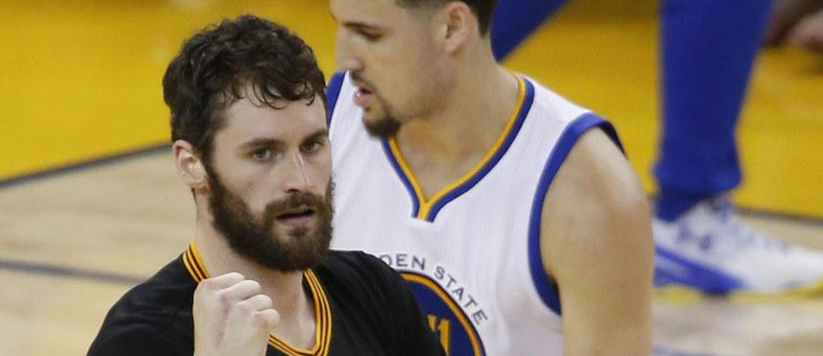 Kevin Love, jeden z czołowych zawodników obrońcy tytułu Cleveland Cavaliers, przeszedł zabieg artroskopii lewego kolana - poinformował klub. Oznacza to, że nie wystąpi w niedzielnym Meczu Gwiazd koszykarskiej ligi NBA, który odbędzie się w Nowym Orleanie.
