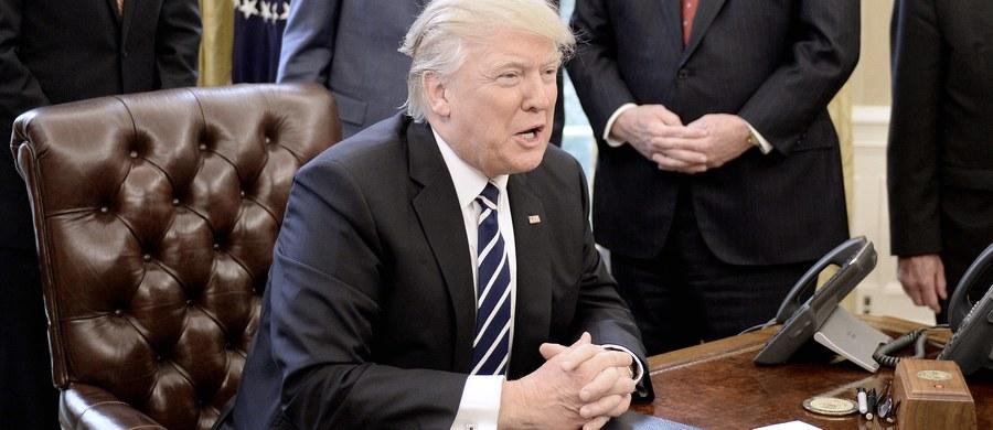 Ludzie Donalda Trumpa kontaktowali się rosyjskimi urzędnikami w czasie kampanii wyborczej – donoszą amerykańskie media. Mają o tym świadczyć zapisy rozmów telefonicznych przechwycone przez amerykański wywiad.